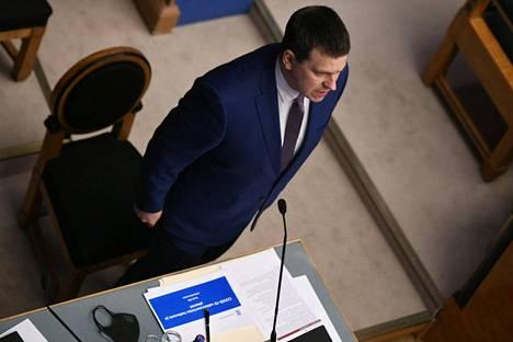 Eronnut pääministeri Jüri Ratas puhui Viron parlamentin istunnossa keskiviikkona.