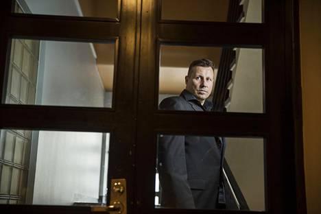 Harri Gustafsberg harrastaa sikareita ja kuuluu sikareihin erikoistuneeseen kruununhakalaiseen yksityiskerhoon Kirjaclubiin. Pirkkalassa asuva Gustafsberg käyttää tiloja myös toimistonaan Helsingissä käydessään.