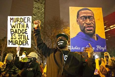 George Floydille vaadittiin oikeutta mielenosoituksessa poliisiväkivaltaa vastaan Minneapolisissa Minnesotassa 9. päivä huhtikuuta.