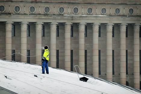 Lunta pudotettiin helmikuussa 2012 Kiasman katolta Helsingissä.