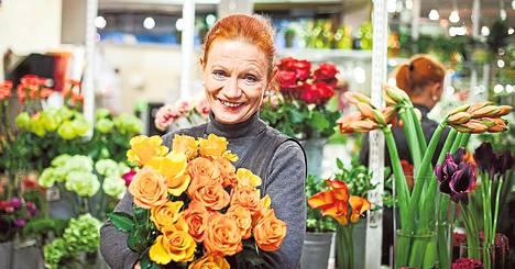 """""""Jos minulta kysyttäisiin, myisin oransseja ja keltaisia kukkia eli lempivärejäni"""", sanoo Marita Laurent."""