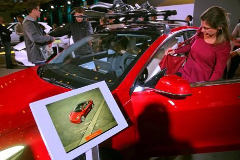 Teslan Model 3 -malli oli esillä automessuilla Kanadan Ontariossa helmikuussa.