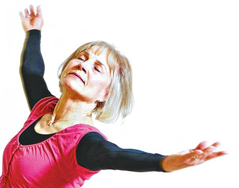 """Pipsa Nieminen on tehnyt elämäntyönsä Jyväskylän yliopiston liikuntatieteen laitoksella tanssin lehtorina. """"Opiskelijat ovat tärkeitä ja heidän kanssaan pitää synkata."""""""