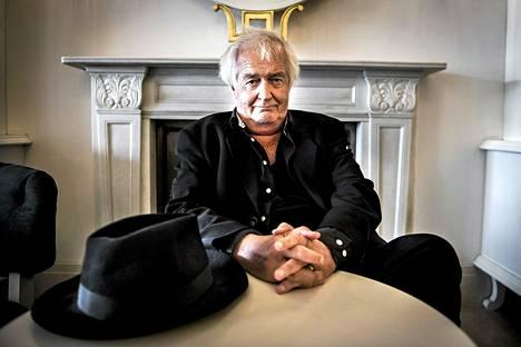 Henning Mankell Tukholmassa kesäkuun 1. päivänä.