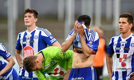 HJK:n pelaajia Lahti-pelin jälkeen kesällä 2019. Daniel O´Shaughnessy, Markus Uusitalo, Rafinha, Sebastian Dahlström.
