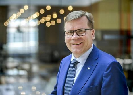Keskon pääjohtaja Mikko Helander lykkää eläköitymistään.