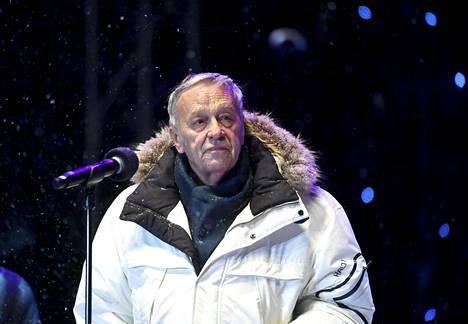 Kansainvälisen hiihtoliiton puheenjohtaja Gian Franco Kasper puhui Lahden MM-kisojen avajaisissa 22. helmikuuta.