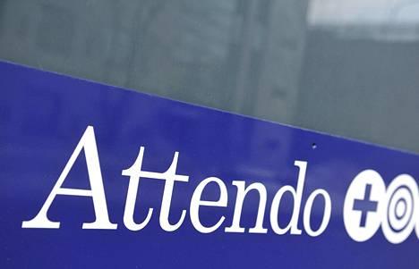 Attendon logo yhtiön Attendon Vantaanhelmi -hoivakodin ikkunassa Vantaan Metsolassa.