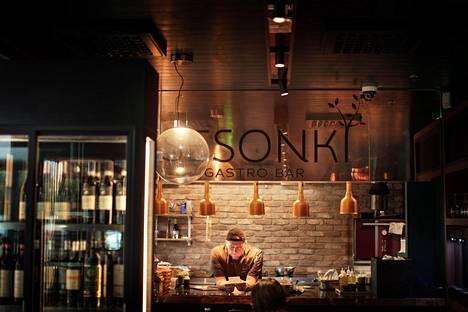 Sesonki Gasto Bar sijaitsee Järvenpään Citymarketissa.