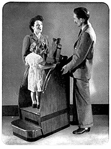 Vanhassa mainoskuvassa pikkutyttö seisoo kenkäröntgenissä.