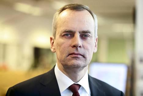 Länsimetro oy:n hallituksen puheenjohtaja Olli Isotalo toppuuttelee kääntöraidepuheita.