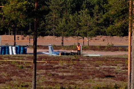 Yksi sai surmansa Cessna 150 -yleisilmailukoneen pudottua Alastaron moottoriradalle Loimaalla.