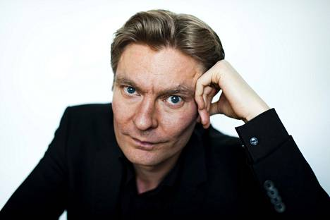 Kirjailija Riku Korhonen nosti häntä kritisoineita kirjoittajia laajassa esseessään myös väkivaltafiktion kohteeksi.