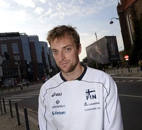 Konstantin Shumov on pelannut Suomen maajoukkueessa vuodesta 2006 alkaen. Keskitorjuja odottaa jatkolohkon otteluita toiveikkaana.