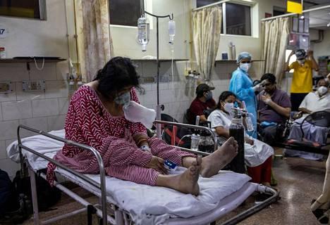 Koronaviruspotilaita delhiläisessä sairaalassa lauantaina.