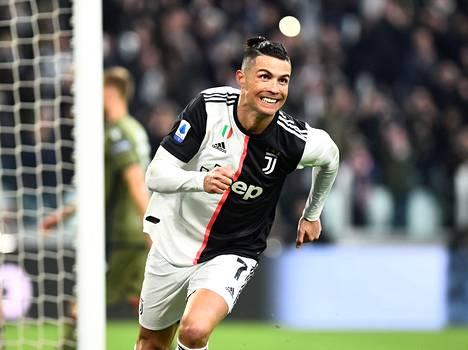 Cristiano Ronaldo juhli tehtyään kolmannen maalinsa maanantain ottelussa.