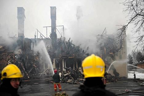 Kunnantalolla syttyi sunnuntaina tulipalo, joka tuhosi rakennuksen käyttökelvottomaksi.