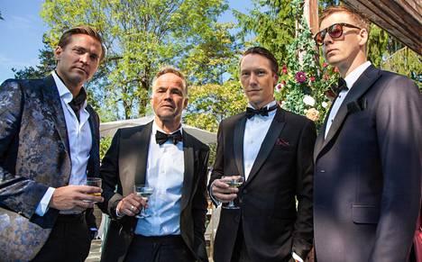 Henrik (Tobias Santelmann, vas.), Jeppe (Jon Øigarden), Adam (Simon J. Berger) ja William (Pål Sverre Hagen) ovat ystäviä ja hyvin ikäviä tyyppejä.