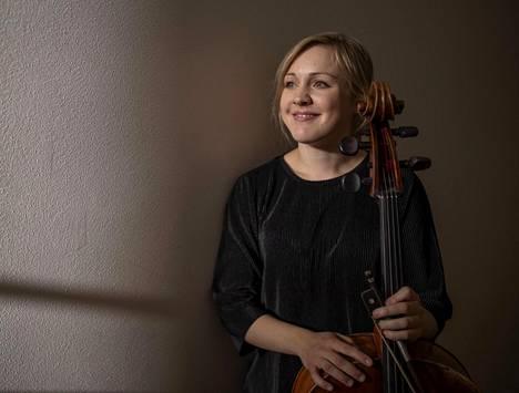 Sellisti Senja Rummukainen soitti HKO:n konsertin solistina.
