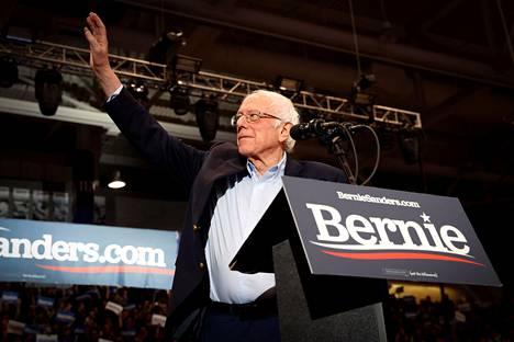 Bernie Sanders oli johdossa, kun suurin osa vaalipiireistä oli raportoinut tuloksensa. Ehdokasjoukon vanhin ja vasemmistolaisin voitti osavaltion esivaalin neljä vuotta sitten.
