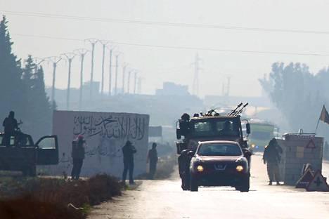 Syyskuussa solmitun alueellisen aselevon mukaisesti asukkaita ja kapinallisia siirretään turvaan taisteluilta Syyrian naapurivaltioihin.