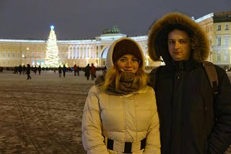 """Jeva Andreeva ja Aleksandr Artjemjev suhtautuvat sekä rajoituksiin että virukseen rauhallisesti ja hermoilematta. """"Miten muuten voisi elää?"""" Artjemjev sanoo."""