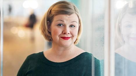 """Ani Kellomäki toivoo, että alkoholista tulisi taas juhlava juoma. """"Ei täytekakkuakaan vedetä joka päivä"""", hän sanoo."""
