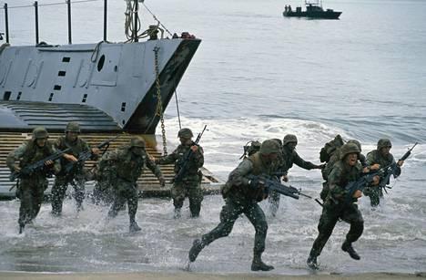 Yhdysvaltojen joukot hyökkäsivät Panamaan vuonna 1989. Hyökkäystä perusteltiin muun muassa kanaalin puolustamisella.