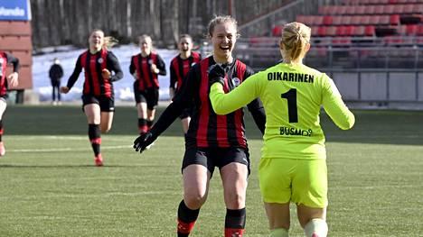 PK-35 Vantaa eteni jalkapalloilun naisten Suomen cupissa finaaliin kukistettuaan välieräottelussa rangaistuspotkukilpailun jälkeen HJK:n Vantaan Myyrmäessä 3. huhtikuuta pelatussa ottelussa.
