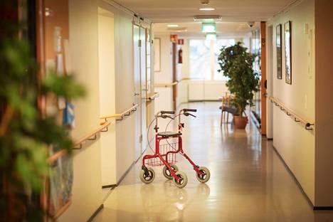 Vanhushoivan ongelmat ovat kuluvana vuonna puhututtaneet suomalaisia.