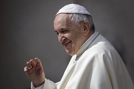 Paavi Franciscus kuvattuna Vatikaanissa keskiviikkona.