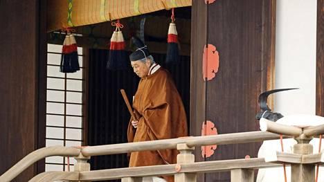 Japanin keisari Akihito luopuu vallasta seremoniamenoin.