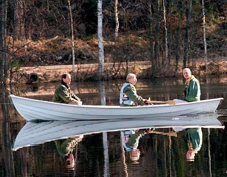 Suomen WWF:n isännöimän nelipäiväisen vierailun aikana prinssi Philip vietti aikaa muun muassa Nuuksiossa. Soutajana toimi Metsähallituksen Timo Tanninen.