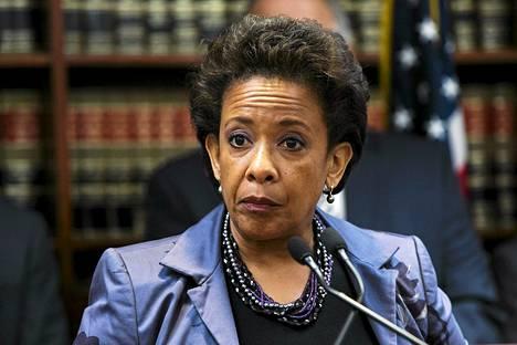 Yhdysvaltojen presidentti Barack Obama esittää Loretta Lynchia oikeusministeriksi. Lynch olisi maassa ensimmäinen tummaihoinen nainen virassa.