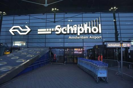 Kiinalaissyntyinen kanadalaismies otettiin perjantaina kiinni Schipholin kansainväliseltä lentoasemalta.