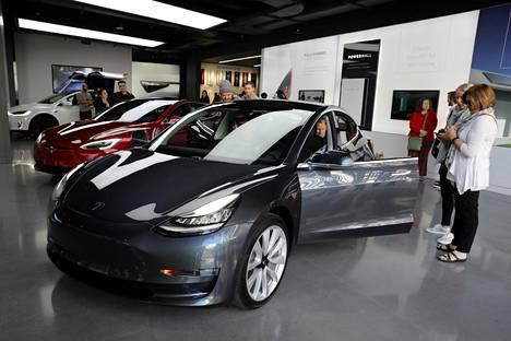 Tesla Model 3:n esittelytilaisuus Los Angelesissa 12. tammikuuta.