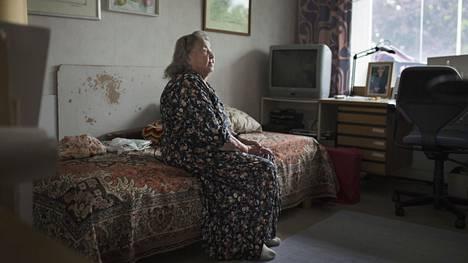 Pian 91-vuotias Aija Särkijärvi on ollut kotihoidon asiakas viime vuodesta. Hän on huomannut, että auttajat vaihtuvat ja heillä on kiire seuraavaan paikkaan
