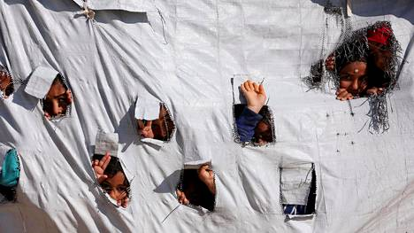 Isisiin liittyneitä ulkomaalaisia säilytetään leireillä sekä Syyriassa että Irakissa. Kuva Syyrian Al-Holin leiriltä huhtikuulta.