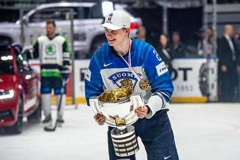 Kaapo Kakko oli Leijonien parhaita pelaajia kultajuhliin päättyneissä Slovakian MM-kisoissa toukokuussa.