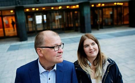 Linnea Viherkenttä valitsi opiskelualakseen oikeustieteen kuten hänen isänsä Timo Viherkenttä. Timo Viherkenttä sanoo, ettei perheen lapsia ole painostettu tai kannustettu valitsemaan mitään tiettyä koulutusalaa.