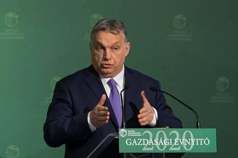Unkarin pääministeri Viktor Orbán puhui Unkarin kauppakamarin tilaisuudessa 10. maaliskuuta luvaten valtion tukea koronavirusepidemiasta kärsiville yrityksille.