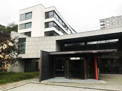 Oikeudenkäynti puukotusiskusta syytettyä vastaan jatkuu Varsinais-Suomen käräjäoikeudessa maanantaina.