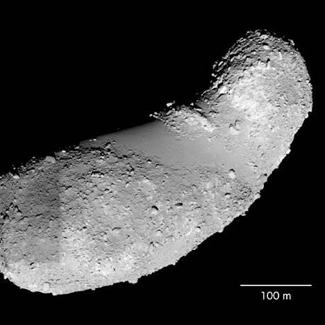 Maapähkinän mallinen Itokawa-asteroidi on kuulunut alkujaan isompaan kivikappaleeseen, Arizonan osavaltionyliopiston tutkijat päättelevät.
