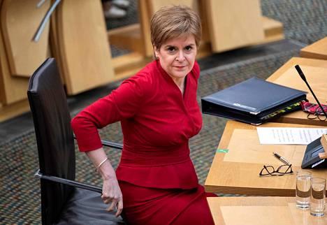 Pääministeri Nicola Sturgeon Skotlannin parlamentissa 26 torstaina.