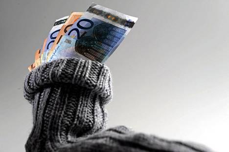 Naisilla yleisin säästösumma on korkeintaan 50 euroa kuukaudessa, miehet säästävät 100-200 euroa kuukaudessa.