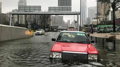 Hirmumyrsky Mangkhut teki tuhoa Hongkongissa syyskuussa. Sään ääri-ilmiöt yleistyvät ilmastonmuutoksen seurauksena.