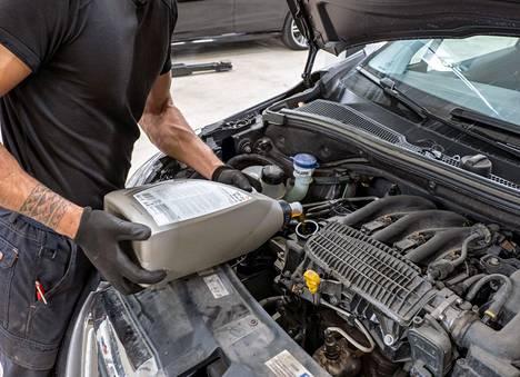 Auton huoltojen teettäminen monimerkkikorjaamolla ei katkaise auton takuuta.