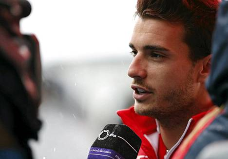 Jules Bianchi loukkaantui Suzukan osakilpailussa.