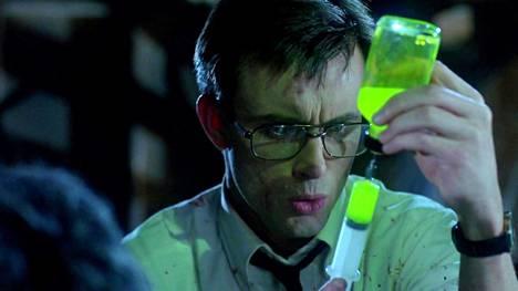 Jeffrey Combs esittää Herbert Westiä Gordonin Re-Animatorissa.