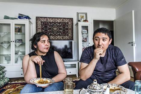 Harri ja Tiina Uyghurin vanhemmat on viety Kiinassa uudelleenkoulutusleirille.